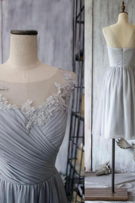 Fashion Light Grey Bridesmaid Dress Chiffon Short Knee Length A Line Party Dress Lace Applique Ruched Beach Dress