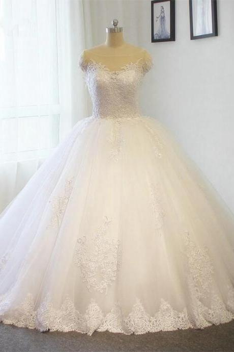 Princess wedding ball gown dress lace applique wedding dress A line White / ivory Bride dress Plus size